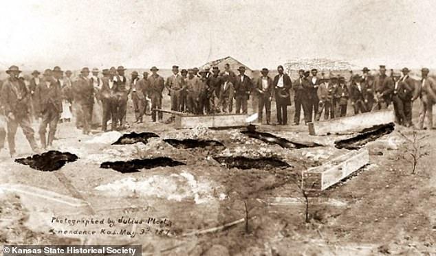 Từng là mồ chôn tập thể các nạn nhân, nhà của gia đình những kẻ giết người hàng loạt đầu tiên của Mỹ được rao bán với giá hàng chục tỷ đồng - Ảnh 3.