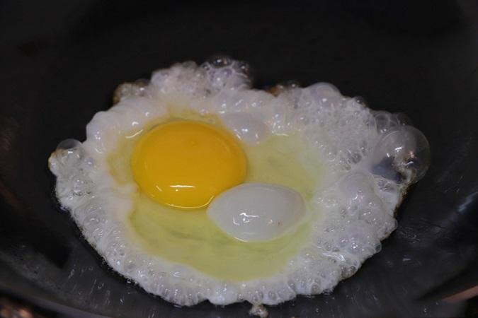 Tăng sức đề kháng với món ngon mới toanh từ trứng, làm chỉ mất 10 phút thôi! - Ảnh 2.
