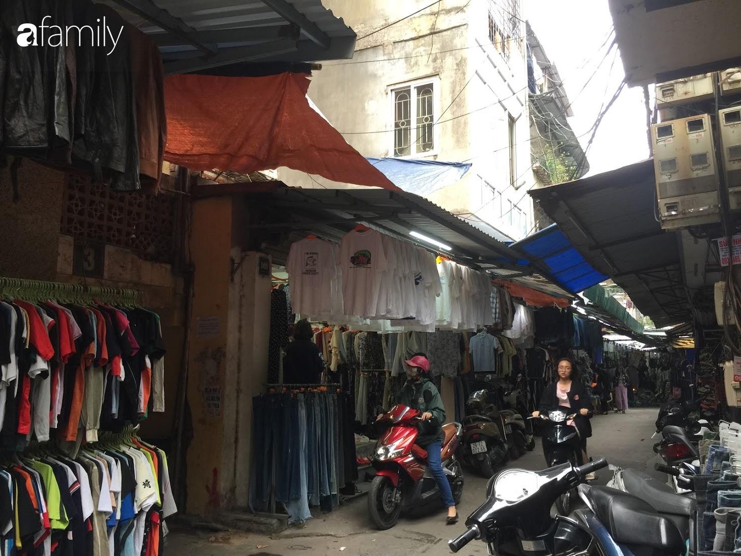 Đi chợ hàng thùng Đông Tác mua quần áo cũ chưa đủ, chị em phải biết săn thêm cả giày, túi và trang sức chất lượng - Ảnh 2.