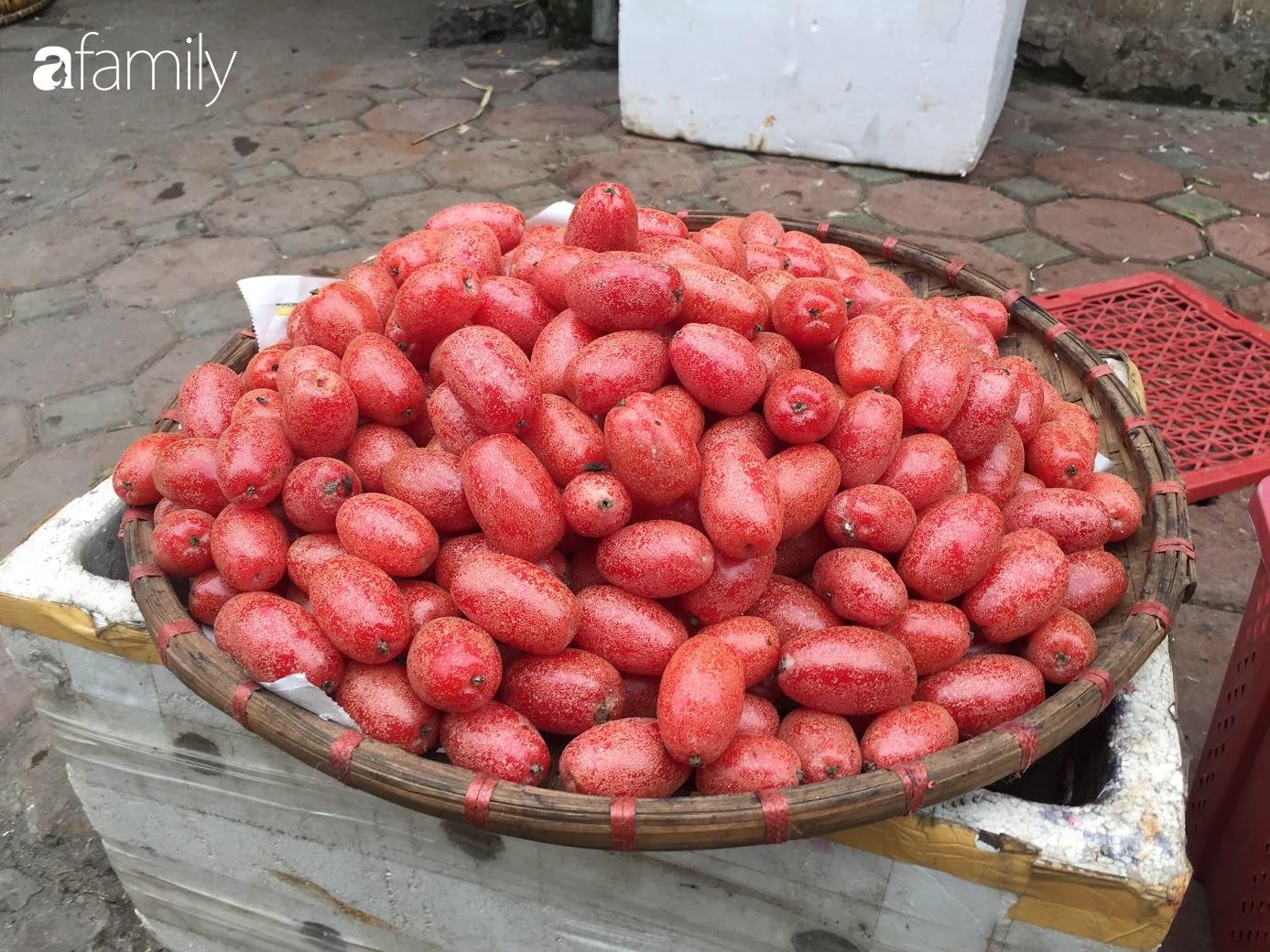 Nhót ngọt chín đầy đường, giá 60.000 đồng/kg thu hút giới ăn vặt Hà thành - Ảnh 5.