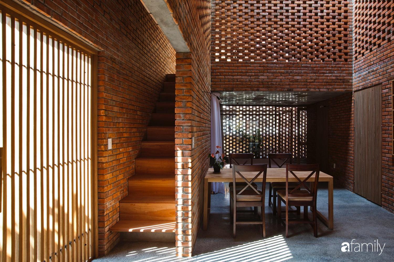 Căn nhà độc lạ với những bức tường xây bằng gạch nung lấy cảm hứng từ tổ mối có chi phí xây dựng 550 triệu đồng ở Đà Nẵng - Ảnh 4.