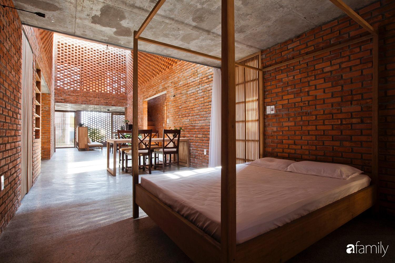 Căn nhà độc lạ với những bức tường xây bằng gạch nung lấy cảm hứng từ tổ mối có chi phí xây dựng 550 triệu đồng ở Đà Nẵng - Ảnh 8.