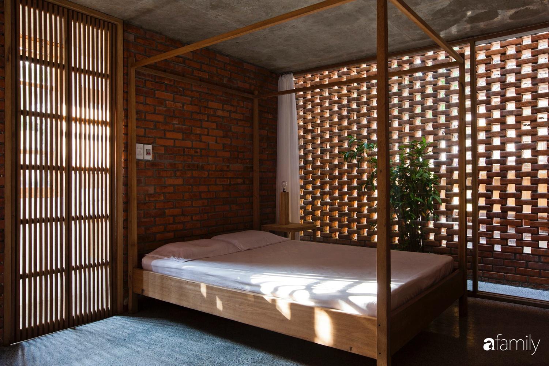 Căn nhà độc lạ với những bức tường xây bằng gạch nung lấy cảm hứng từ tổ mối có chi phí xây dựng 550 triệu đồng ở Đà Nẵng - Ảnh 9.
