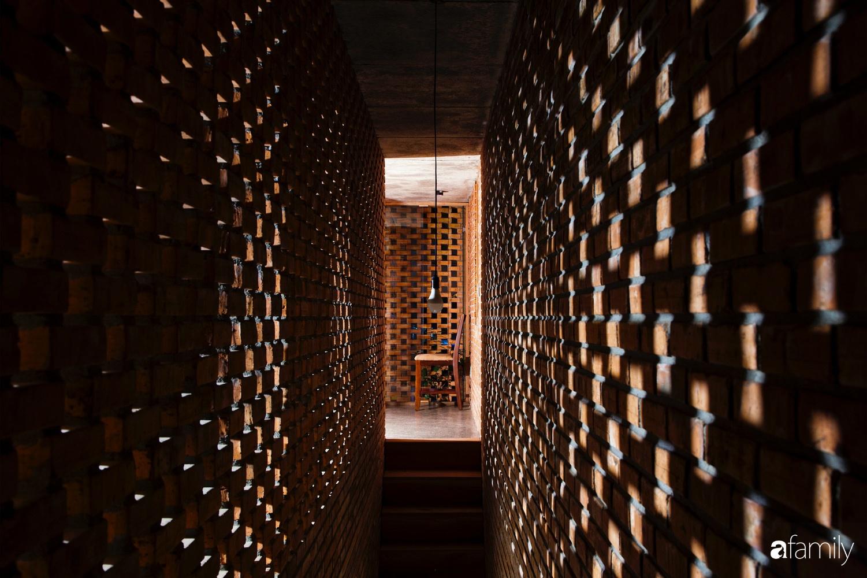 Căn nhà độc lạ với những bức tường xây bằng gạch nung lấy cảm hứng từ tổ mối có chi phí xây dựng 550 triệu đồng ở Đà Nẵng - Ảnh 10.