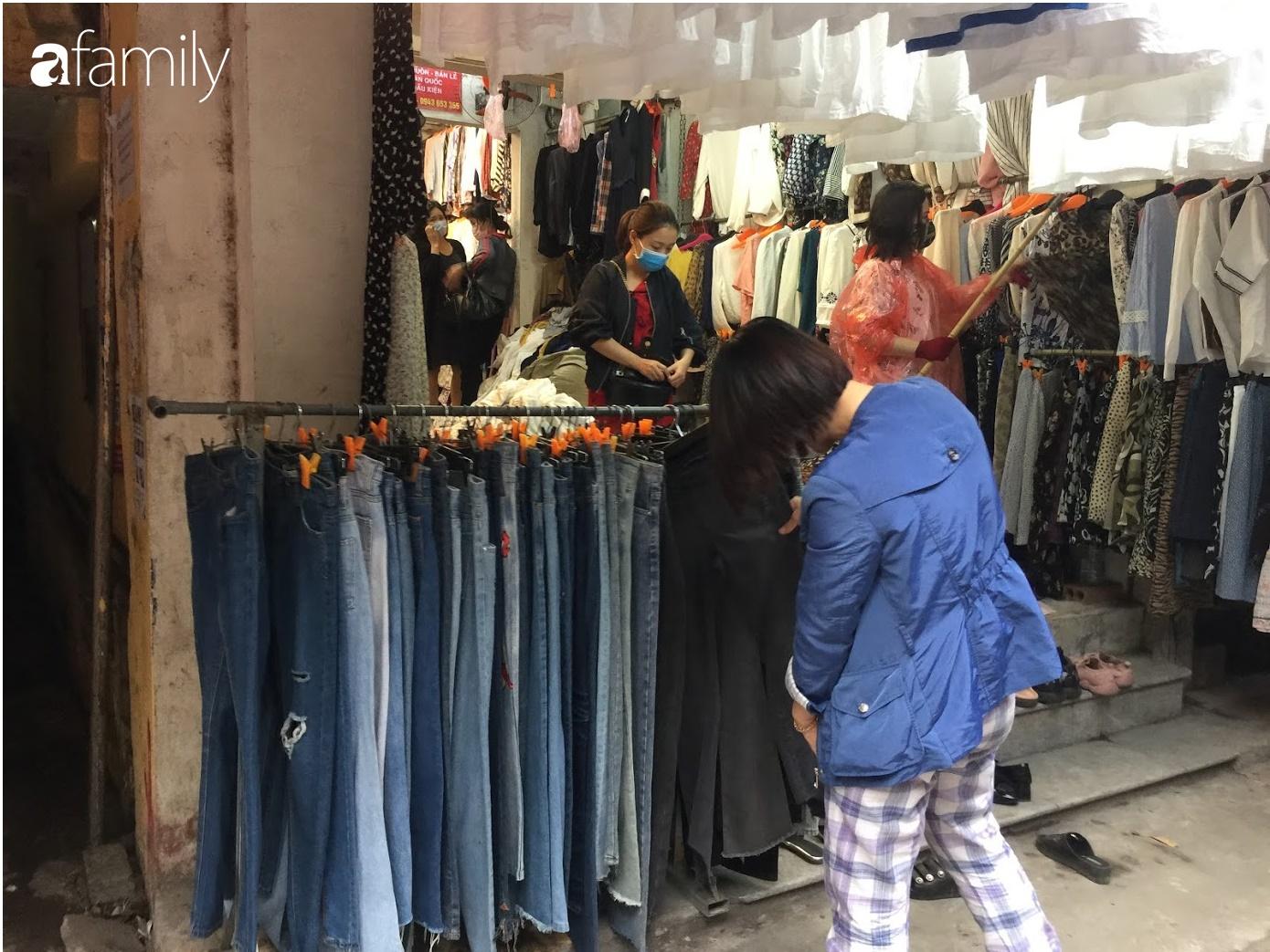 Đi chợ hàng thùng Đông Tác mua quần áo cũ chưa đủ, chị em phải biết săn thêm cả giày, túi và trang sức chất lượng - Ảnh 3.