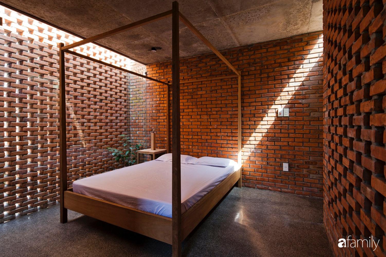 Căn nhà độc lạ với những bức tường xây bằng gạch nung lấy cảm hứng từ tổ mối có chi phí xây dựng 550 triệu đồng ở Đà Nẵng - Ảnh 7.