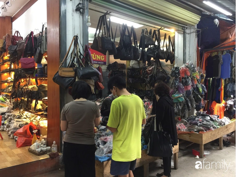 Đi chợ hàng thùng Đông Tác mua quần áo cũ chưa đủ, chị em phải biết săn thêm cả giày, túi và trang sức chất lượng - Ảnh 7.