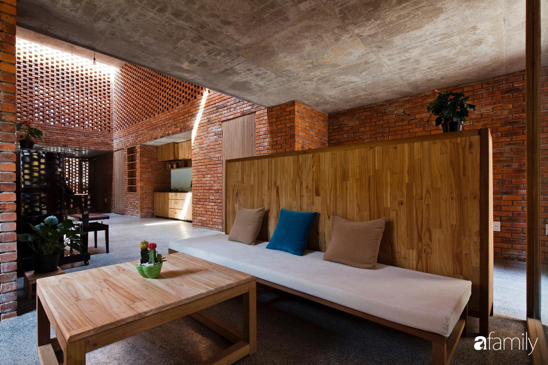 Căn nhà độc lạ với những bức tường xây bằng gạch nung lấy cảm hứng từ tổ mối có chi phí xây dựng 550 triệu đồng ở Đà Nẵng - Ảnh 3.