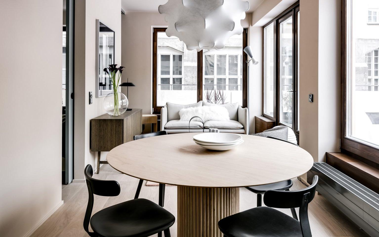 Căn hộ 65m² nhưng đem lại cảm giác rộng rãi nhờ thiết kế mở bằng vách kính kết hợp ánh sáng hài hòa ở TP. HCM