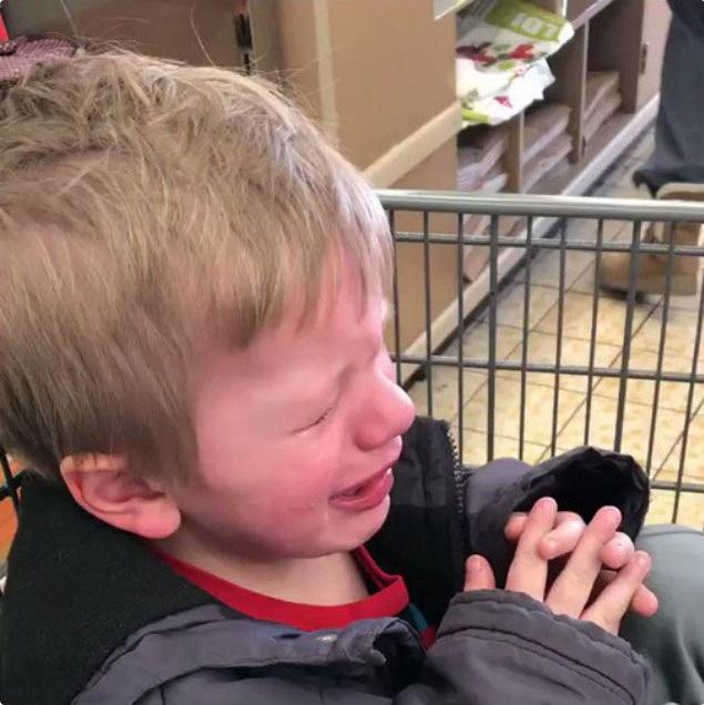 """""""Sao mẹ không ăn miếng bánh pizza đang nhai dở?"""" là một trong vô vàn những lý do của lũ trẻ mỗi khi thích khóc - Ảnh 10."""