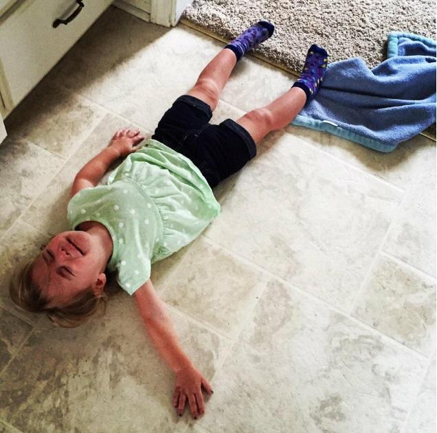 """""""Sao mẹ không ăn miếng bánh pizza đang nhai dở?"""" là một trong vô vàn những lý do của lũ trẻ mỗi khi thích khóc - Ảnh 2."""