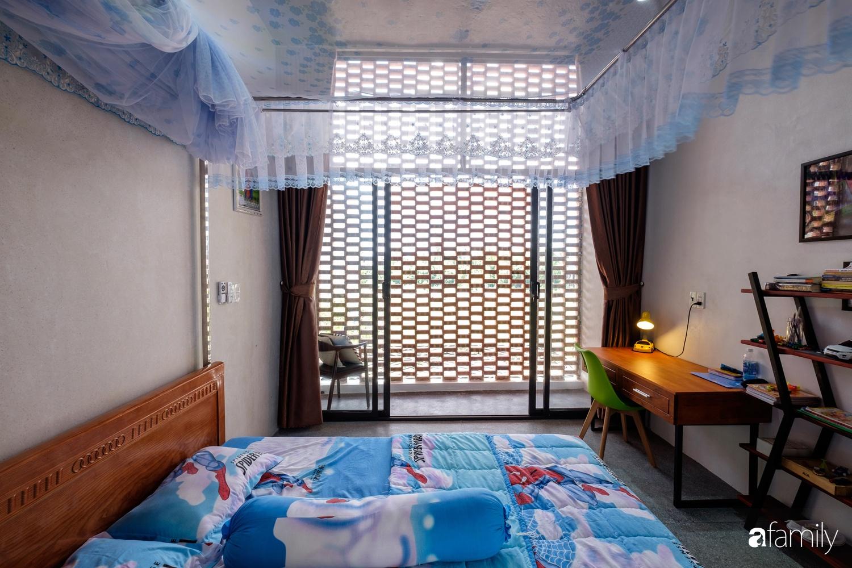 Nhà hướng Tây rộng 160m² đủ ánh sáng và gió trời dù không cần thiết kế nhiều cửa sổ ở Quảng Bình - Ảnh 13.