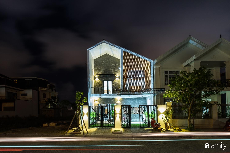 Nhà hướng Tây rộng 160m² đủ ánh sáng và gió trời dù không cần thiết kế nhiều cửa sổ ở Quảng Bình - Ảnh 2.