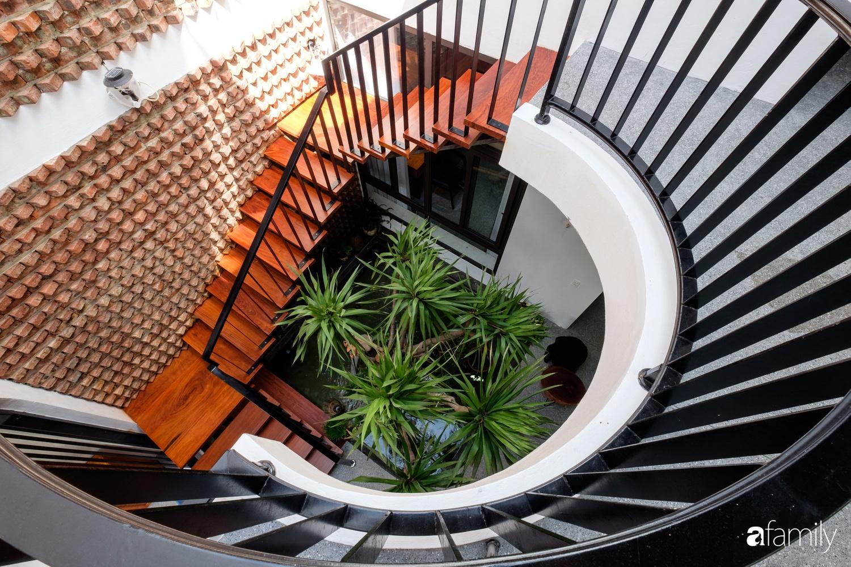 Nhà hướng Tây rộng 160m² đủ ánh sáng và gió trời dù không cần thiết kế nhiều cửa sổ ở Quảng Bình - Ảnh 11.