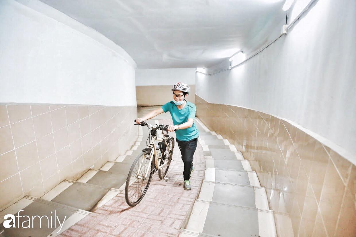 Kỳ lạ giữa Hà Nội mùa dịch: Trên đường vắng tanh, già trẻ, lớn bé rủ nhau xuống hầm tập thể thao nâng cao sức khỏe - Ảnh 3.