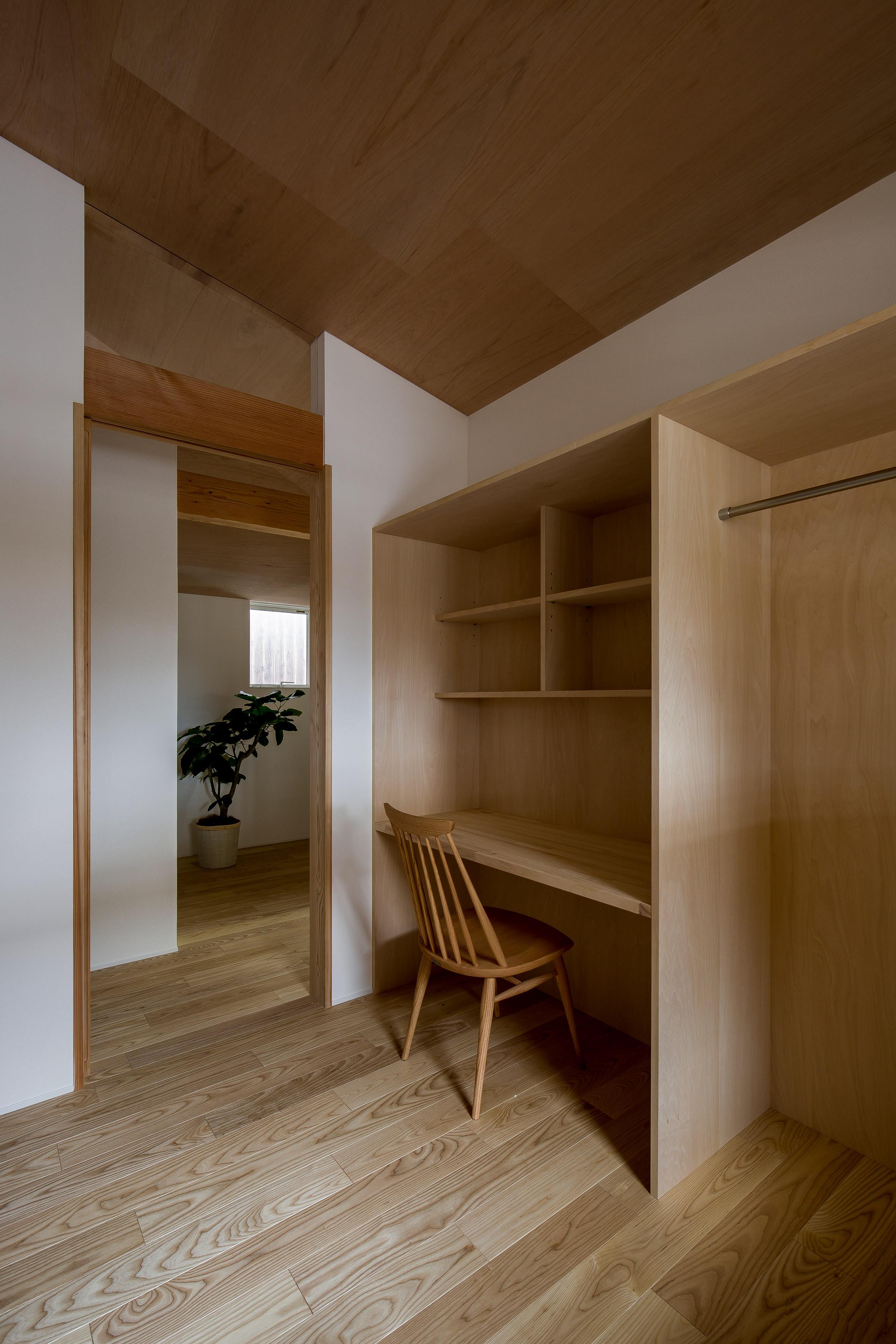 Ngôi nhà có khoảng sân vườn thiết kế nghệ thuật giúp từng góc nhỏ bên trong đều đẹp như tranh vẽ - Ảnh 11.