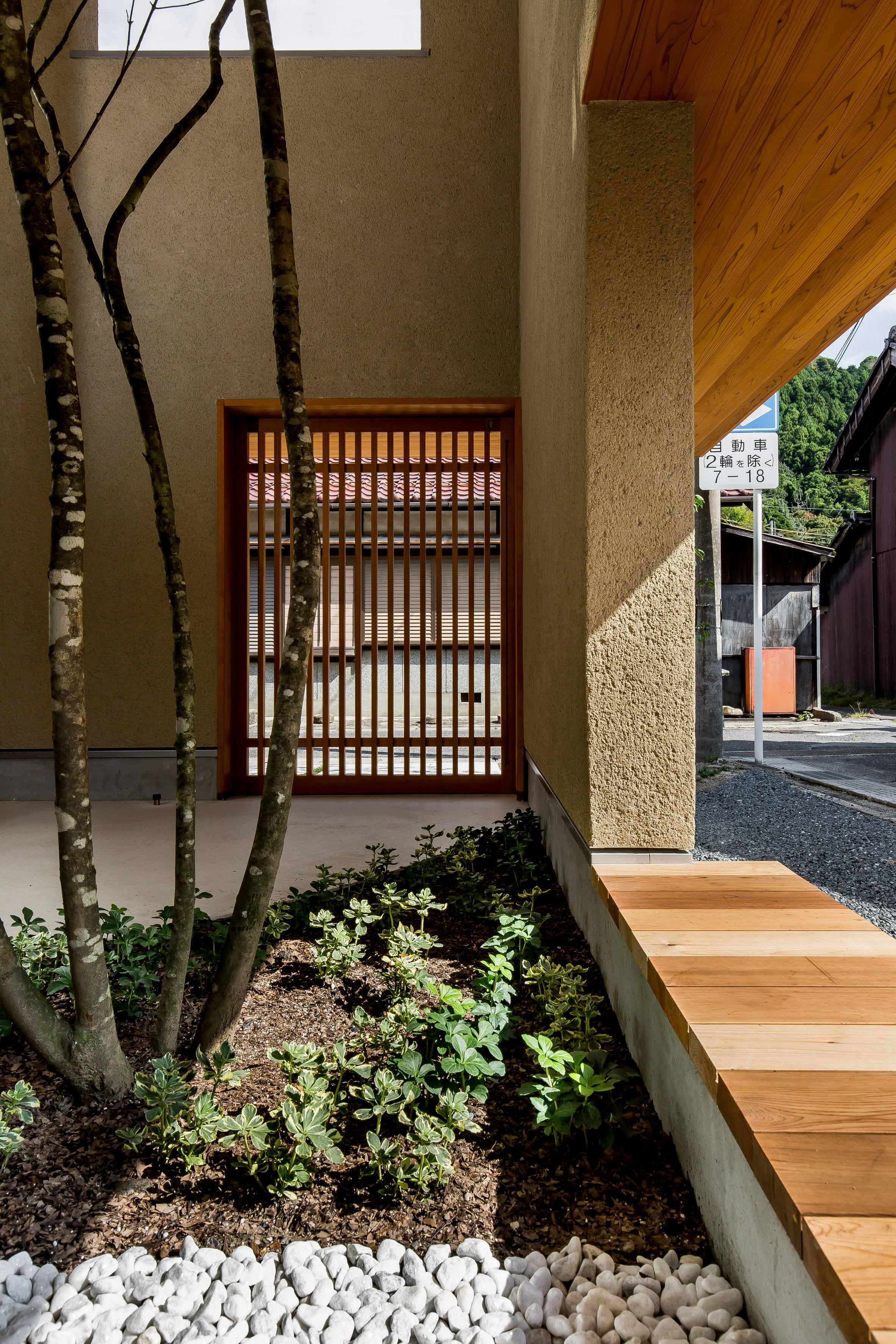 Ngôi nhà có khoảng sân vườn thiết kế nghệ thuật giúp từng góc nhỏ bên trong đều đẹp như tranh vẽ - Ảnh 3.