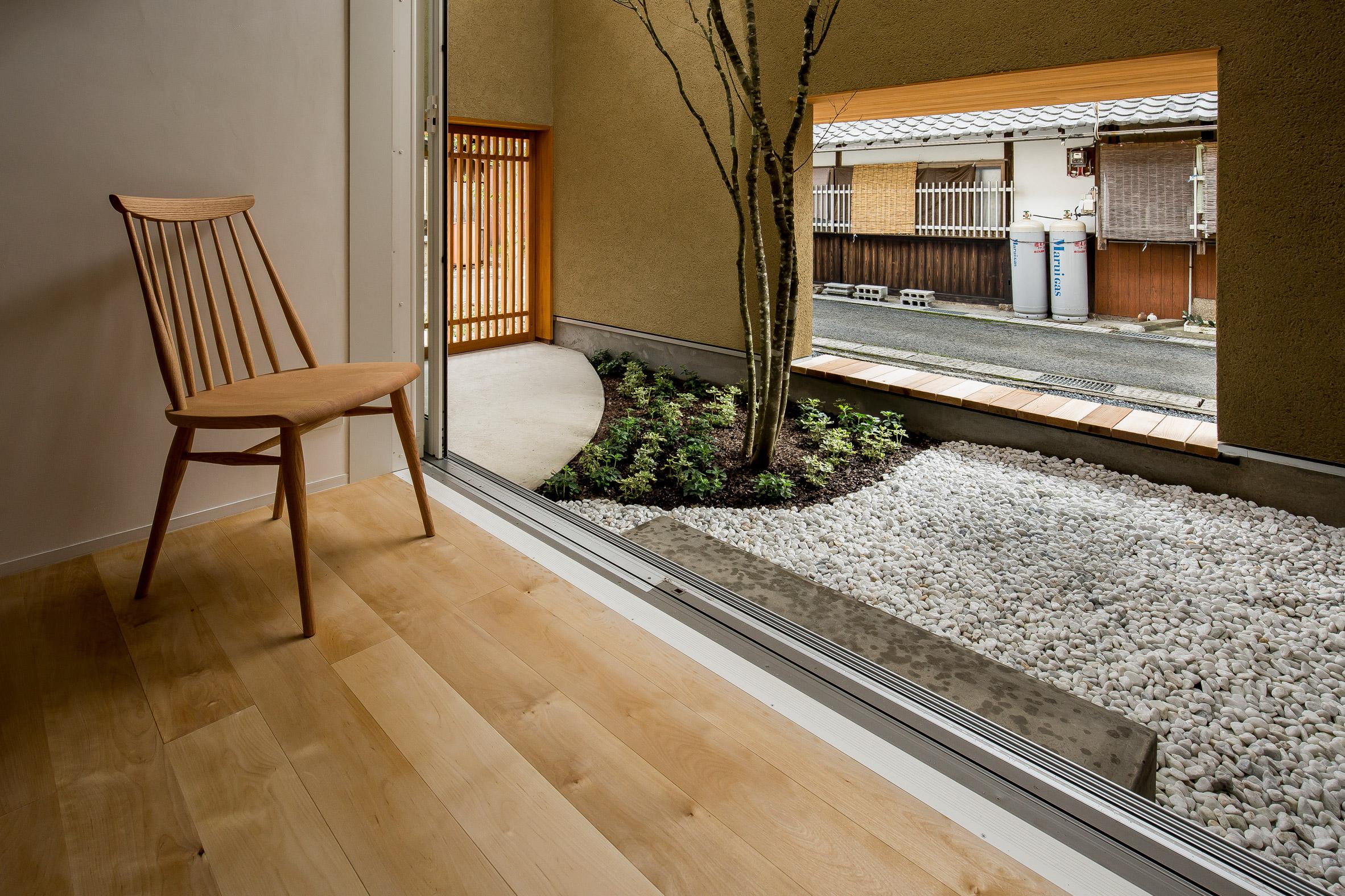 Ngôi nhà có khoảng sân vườn thiết kế nghệ thuật giúp từng góc nhỏ bên trong đều đẹp như tranh vẽ - Ảnh 5.