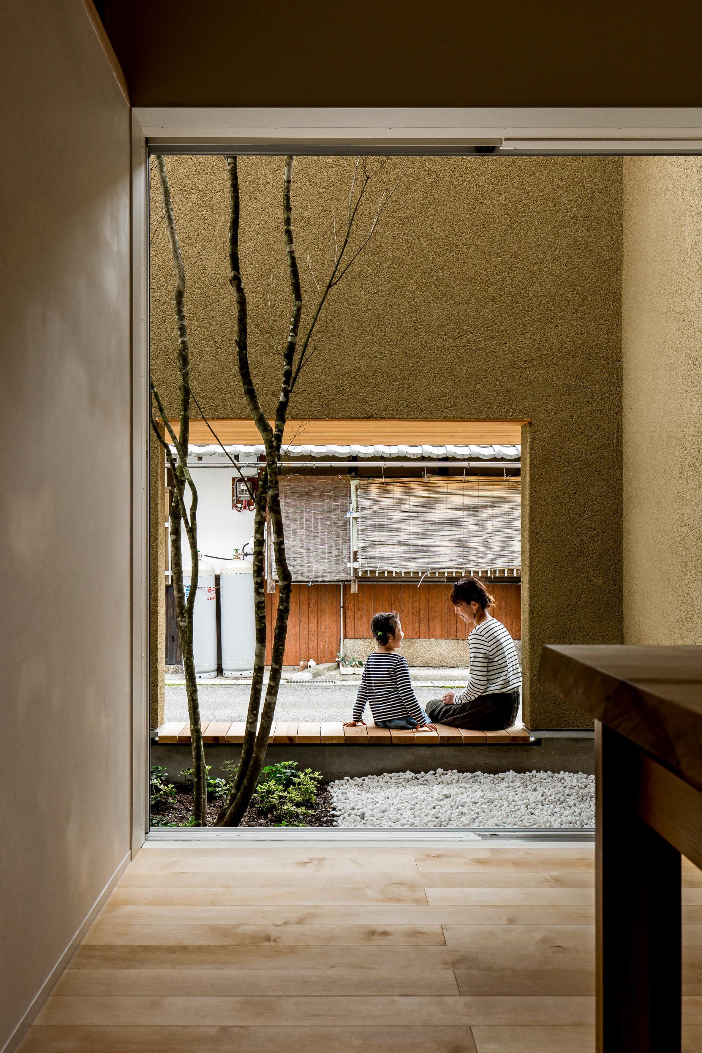 Ngôi nhà có khoảng sân vườn thiết kế nghệ thuật giúp từng góc nhỏ bên trong đều đẹp như tranh vẽ - Ảnh 4.