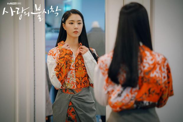 """Chán làm """"hôn thê"""" của Hyun Bin, Seo Dan trong """"Crash Landing On You"""" cặp kè với tình cũ Lưu Diệc Phi đi tìm cảm giác yêu - Ảnh 5."""