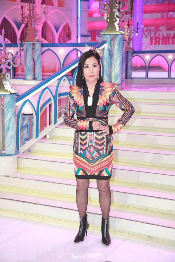 Sao TVB - Uông Minh Thuyên 72 tuổi xuất hiện với gương mặt như tượng sáp, đôi chân thon thả như thiếu nữ - Ảnh 4.