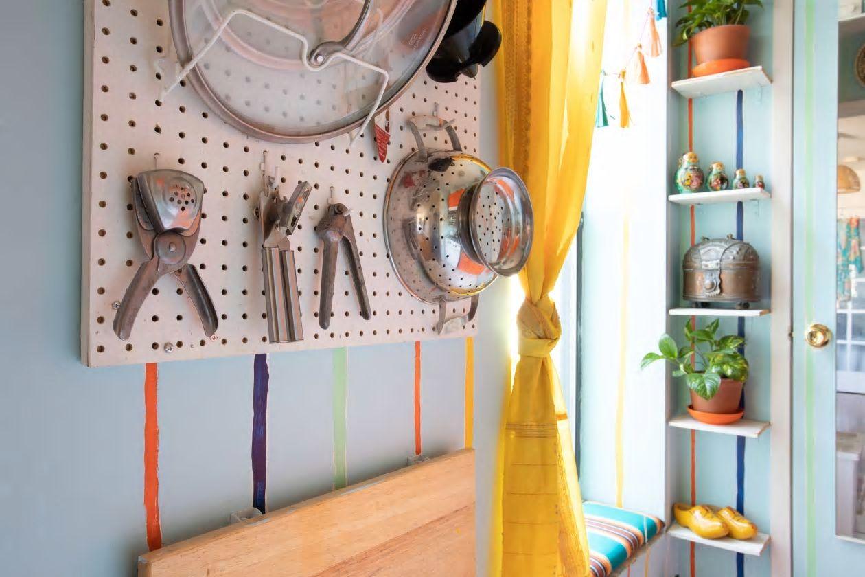 Căn hộ nhỏ 37m2 ở Brooklyn sử dụng những màu sắc đáng kinh ngạc trong trang trí nội thất - Ảnh 6.
