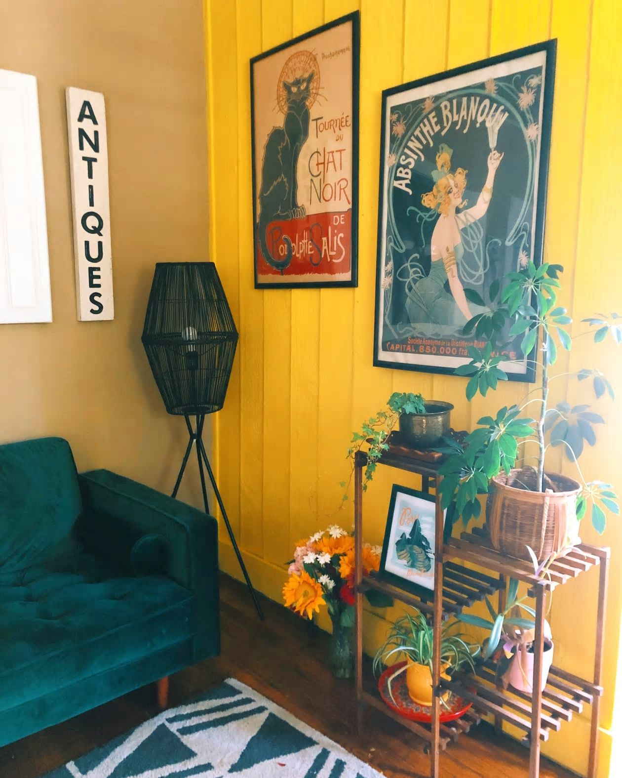 Thiết kế nhà nhỏ 60m2 theo xu hướng sống xanh, phòng khách rộng mênh mông nhờ bí quyết từ những cánh cửa - Ảnh 6.