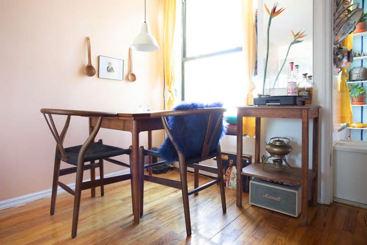 Căn hộ nhỏ 37m2 ở Brooklyn sử dụng những màu sắc đáng kinh ngạc trong trang trí nội thất - Ảnh 5.