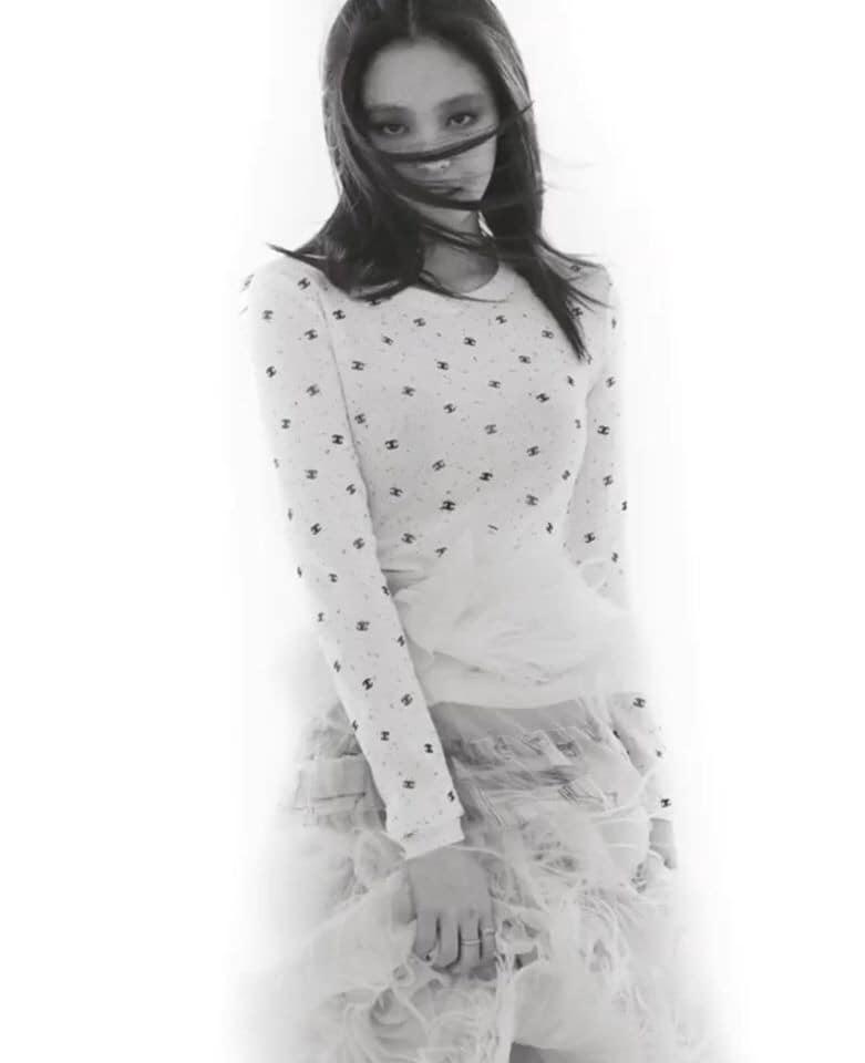 """Jennie makeup khác lạ trong bộ ảnh tạp chí mới: Người chê hơi """"suy nhược"""", người lại khen cá tính, hao hao Song Hye Kyo - Ảnh 3."""