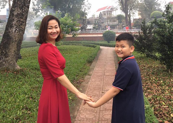 Chuyện xúc động của một người mẹ Nghệ An, đang ngã quỵ vì gặp biến cố cuộc đời bỗng giật mình khi con trai nhìn thẳng vào mắt và nói 1 câu - Ảnh 1.