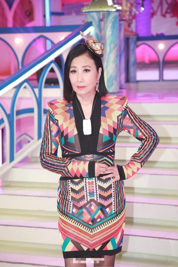 Sao TVB - Uông Minh Thuyên 72 tuổi xuất hiện với gương mặt như tượng sáp, đôi chân thon thả như thiếu nữ - Ảnh 3.