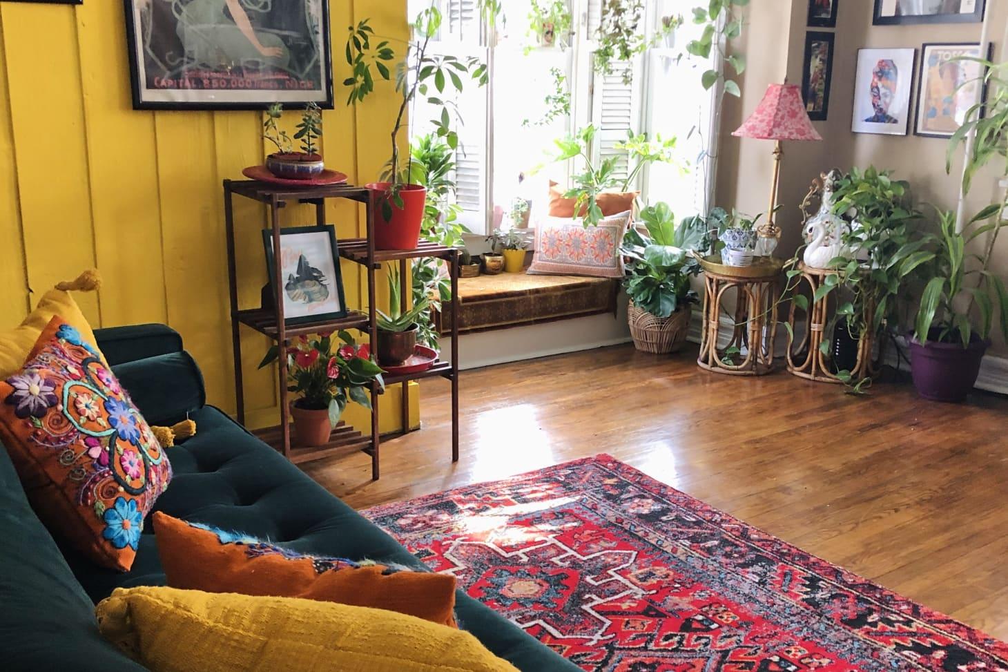 Thiết kế nhà nhỏ 60m2  theo xu hướng sống xanh, phòng khách rộng mênh mông nhờ bí quyết xử lý những cánh cửa - Ảnh 1.