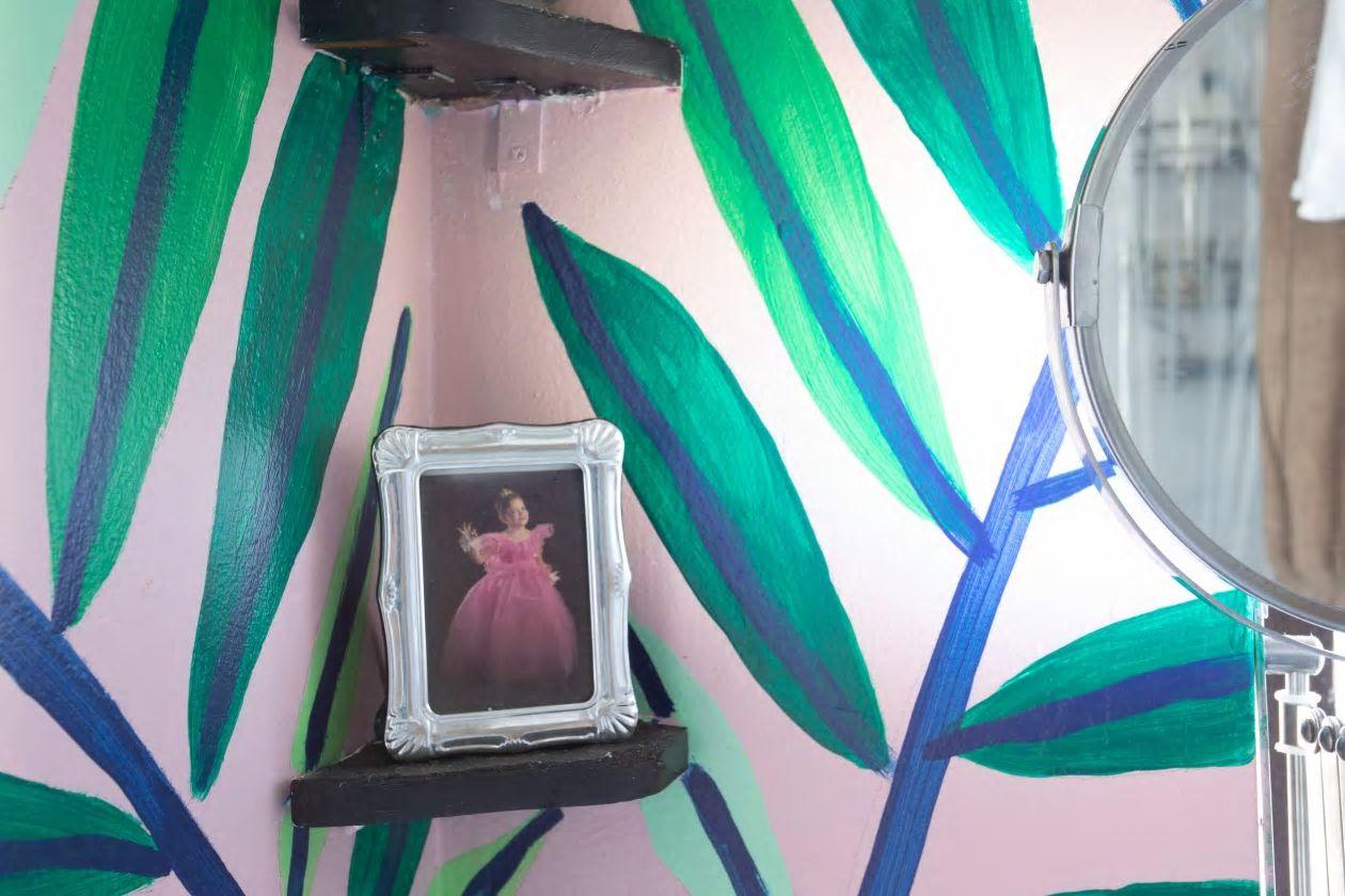 Căn hộ nhỏ 37m2 ở Brooklyn sử dụng những màu sắc đáng kinh ngạc trong trang trí nội thất - Ảnh 7.
