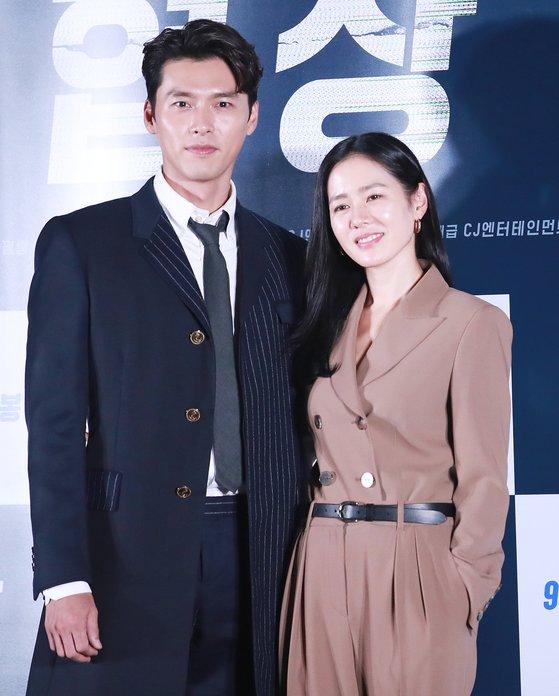 """Nhìn lại loạt khoảnh khắc thảm đỏ của Hyun Bin: Vẻ lịch lãm thăng cấp theo thời gian, sánh đôi với nhiều mỹ nhân nhưng """"chân ái"""" vẫn là Son Ye Jin - Ảnh 12."""