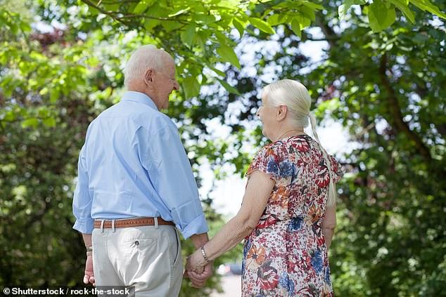 Buồn sớm làm gì! Nghiên cứu khoa học mới nhất bảo đến 82 con người mới thật sự hạnh phúc - Ảnh 1.