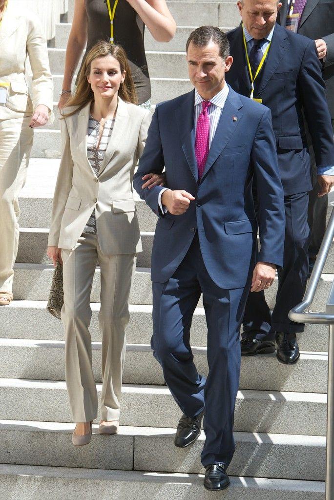 Học ngay tuyệt chiêu diện suit từ người phụ nữ mặc suit đẹp nhất giới Hoàng gia: Hoàng hậu Letizia - Ảnh 8.