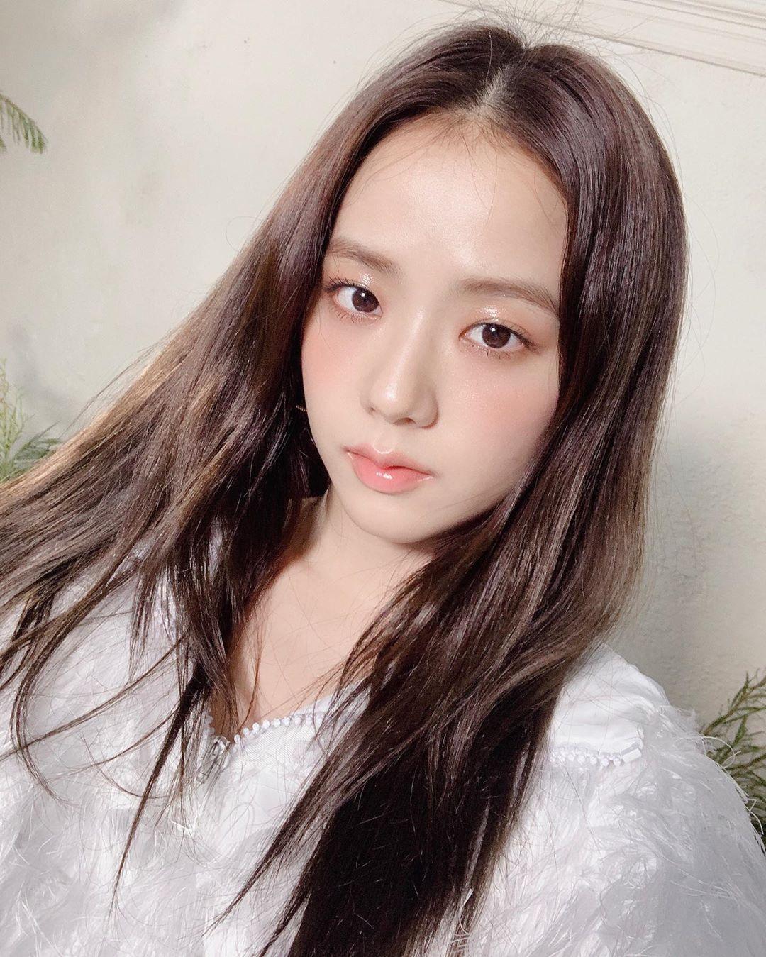 """Thật """"cân não"""" khi Song Hye Kyo - Jisoo đụng hàng: Tường thành nhan sắc kín như bưng, idol trẻ buông lơi lả lướt quá - Ảnh 4."""