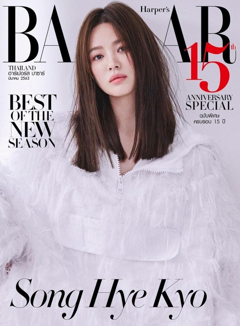 """Thật """"cân não"""" khi Song Hye Kyo - Jisoo đụng hàng: Tường thành nhan sắc kín như bưng, idol trẻ buông lơi lả lướt quá - Ảnh 1."""
