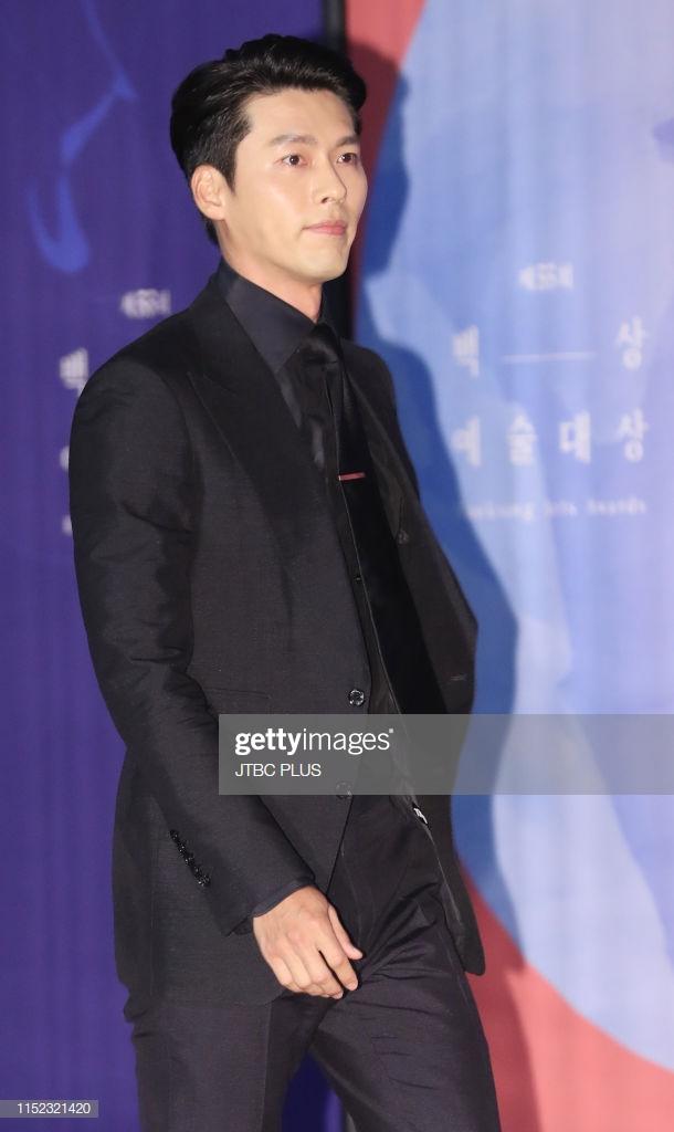 """Nhìn lại loạt khoảnh khắc thảm đỏ của Hyun Bin: Vẻ lịch lãm thăng cấp theo thời gian, sánh đôi với nhiều mỹ nhân nhưng """"chân ái"""" vẫn là Son Ye Jin - Ảnh 7."""