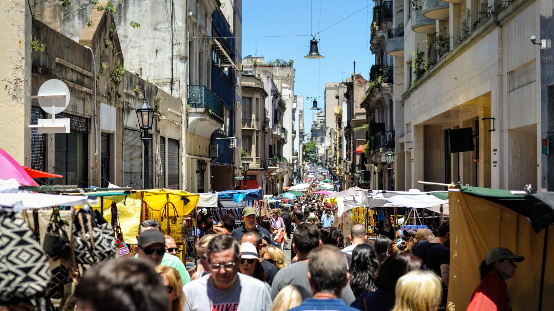 Chỉ họp vào Chủ nhật, phiên chợ chuyên bán đồ cổ và thủ công mỹ nghệ đậm chất Argentina khiến nhiều người không thể bỏ lỡ - Ảnh 3.