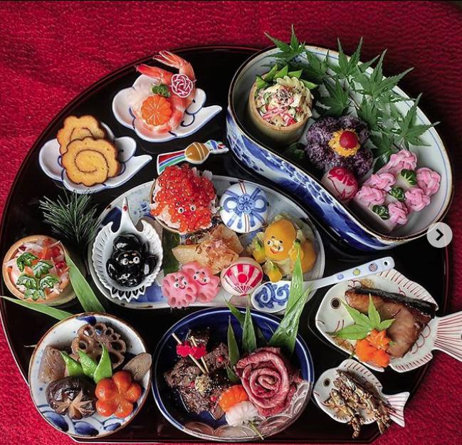 Hot mom 3 con Nhật Bản được các bà mẹ khắp thế giới ngưỡng mộ vì tài biến hóa đồ ăn từ trứng, làm bento hấp dẫn đến mức lên cả trang bìa Vogue - Ảnh 10.