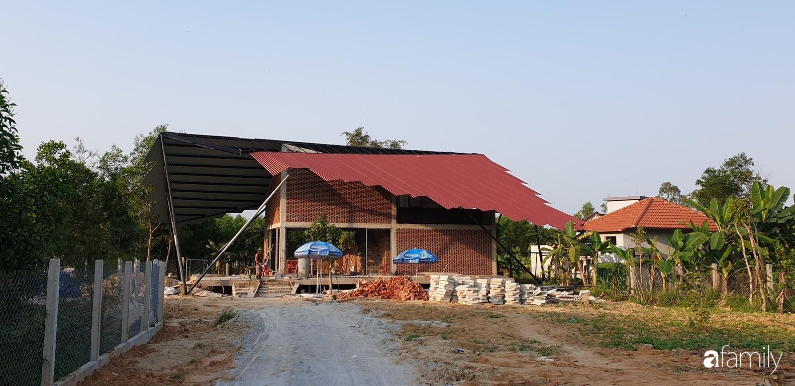 Độc lạ với ngôi nhà hình cánh diều của con cái chung tay góp 350 triệu đồng xây tặng bố mẹ ở ngoại ô TP Đà Nẵng - Ảnh 3.