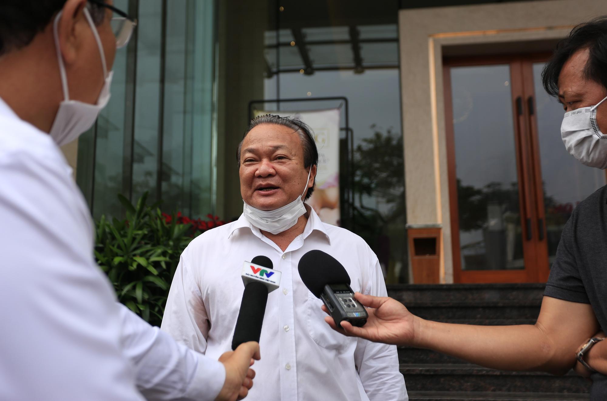 Du khách nước ngoài vui mừng rời khu cách ly ở Đà Nẵng: Cảm ơn các bạn và chúng tôi sẽ quay lại vào một ngày thuận lợi hơn - Ảnh 7.