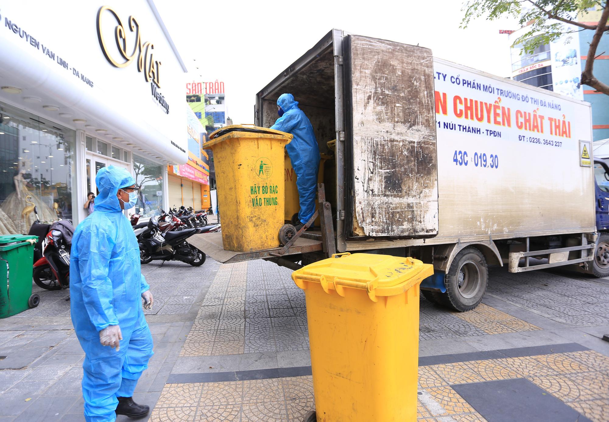 Du khách nước ngoài vui mừng rời khu cách ly ở Đà Nẵng: Cảm ơn các bạn và chúng tôi sẽ quay lại vào một ngày thuận lợi hơn - Ảnh 14.