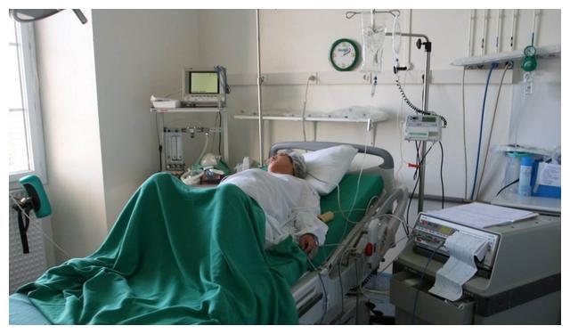 Mang thai 43 tuần mới đến bệnh viện, sản phụ lập tức được đưa lên bàn mổ, kết quả khiến bác sĩ cũng phải kinh hãi - Ảnh 1.