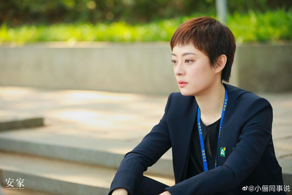 """Style công sở của Tôn Lệ trong phim mới khiến dân tình phân vân: Người khen đẹp, người chê vừa xấu vừa """"dừ"""" - Ảnh 4."""