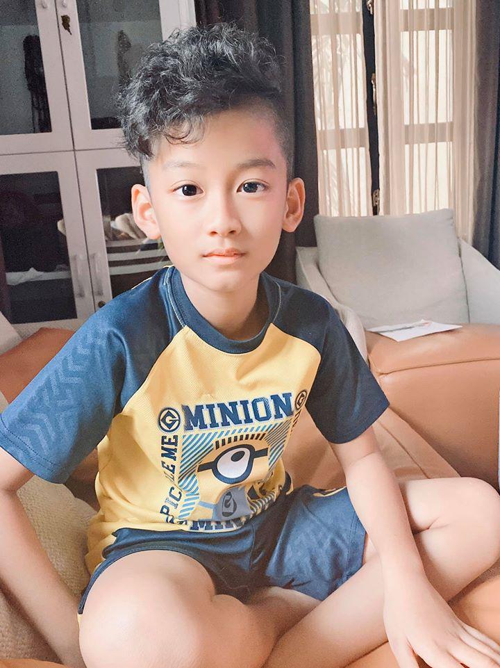 Con trai Lệ Quyên: Học trường quốc tế với chi phí gây choáng váng, mới 9 tuổi đã sở hữu ngoại hình khiến giới showbiz náo loạn - Ảnh 2.