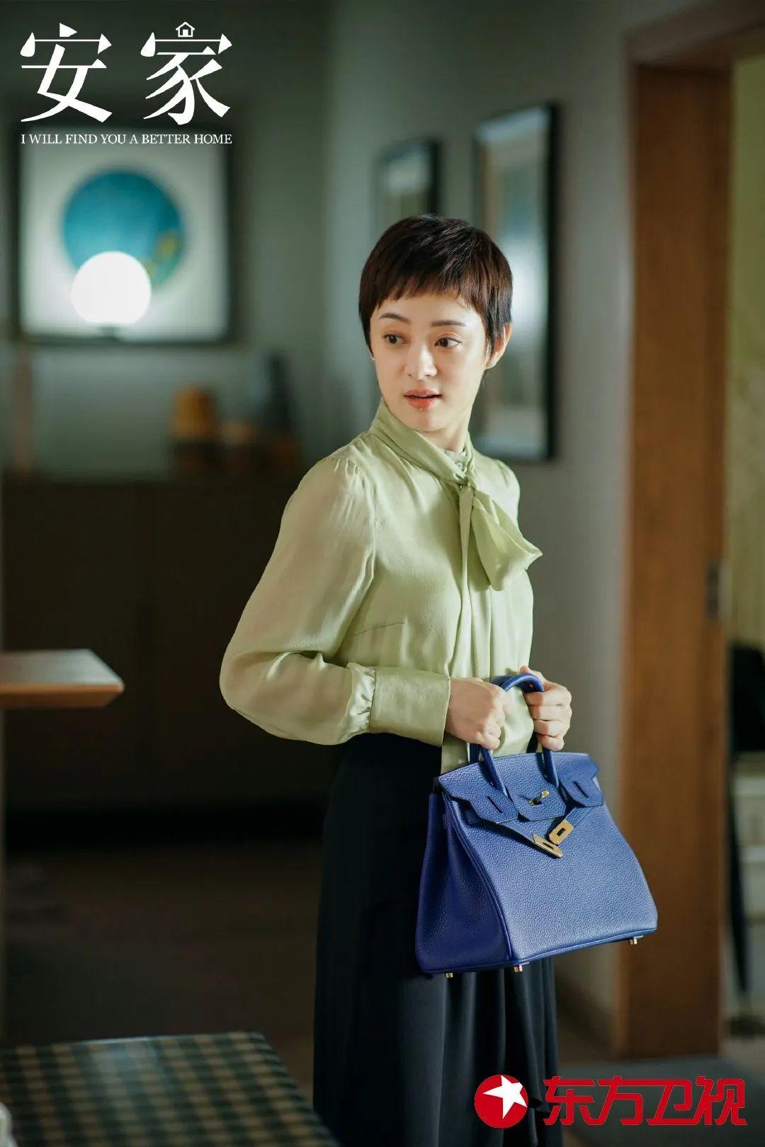 """Style công sở của Tôn Lệ trong phim mới khiến dân tình phân vân: Người khen đẹp, người chê vừa xấu vừa """"dừ"""" - Ảnh 2."""