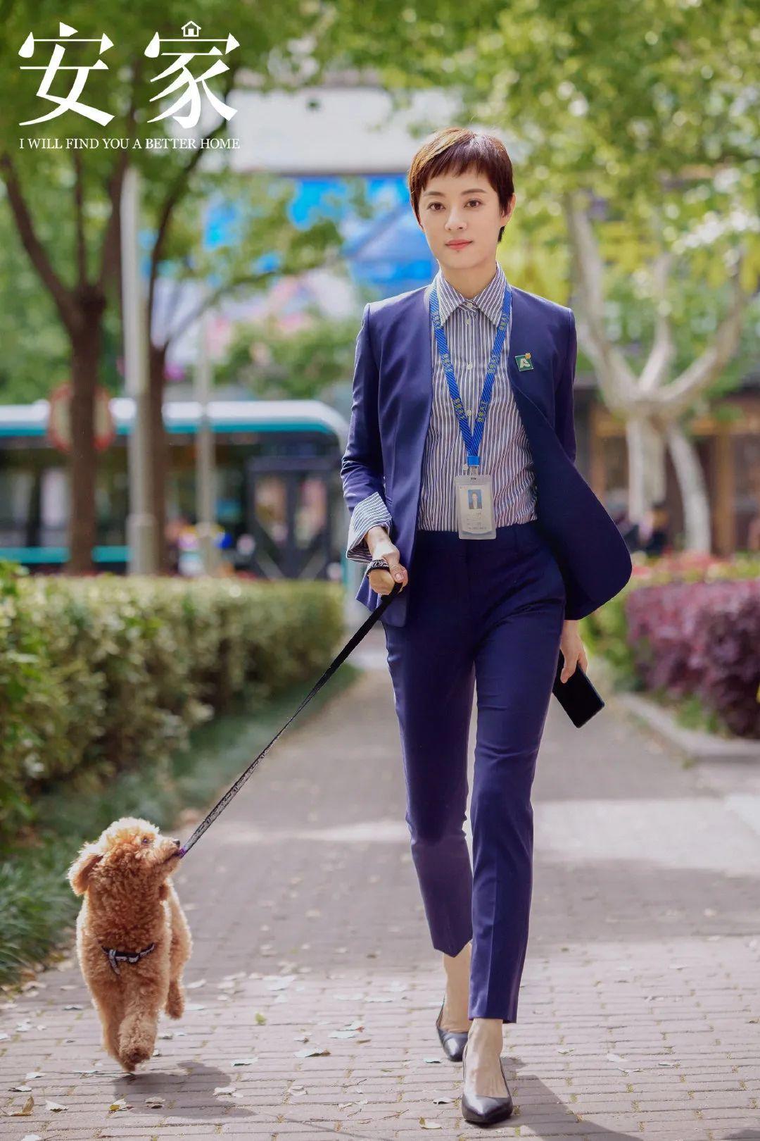 """Style công sở của Tôn Lệ trong phim mới khiến dân tình phân vân: Người khen đẹp, người chê vừa xấu vừa """"dừ"""" - Ảnh 1."""