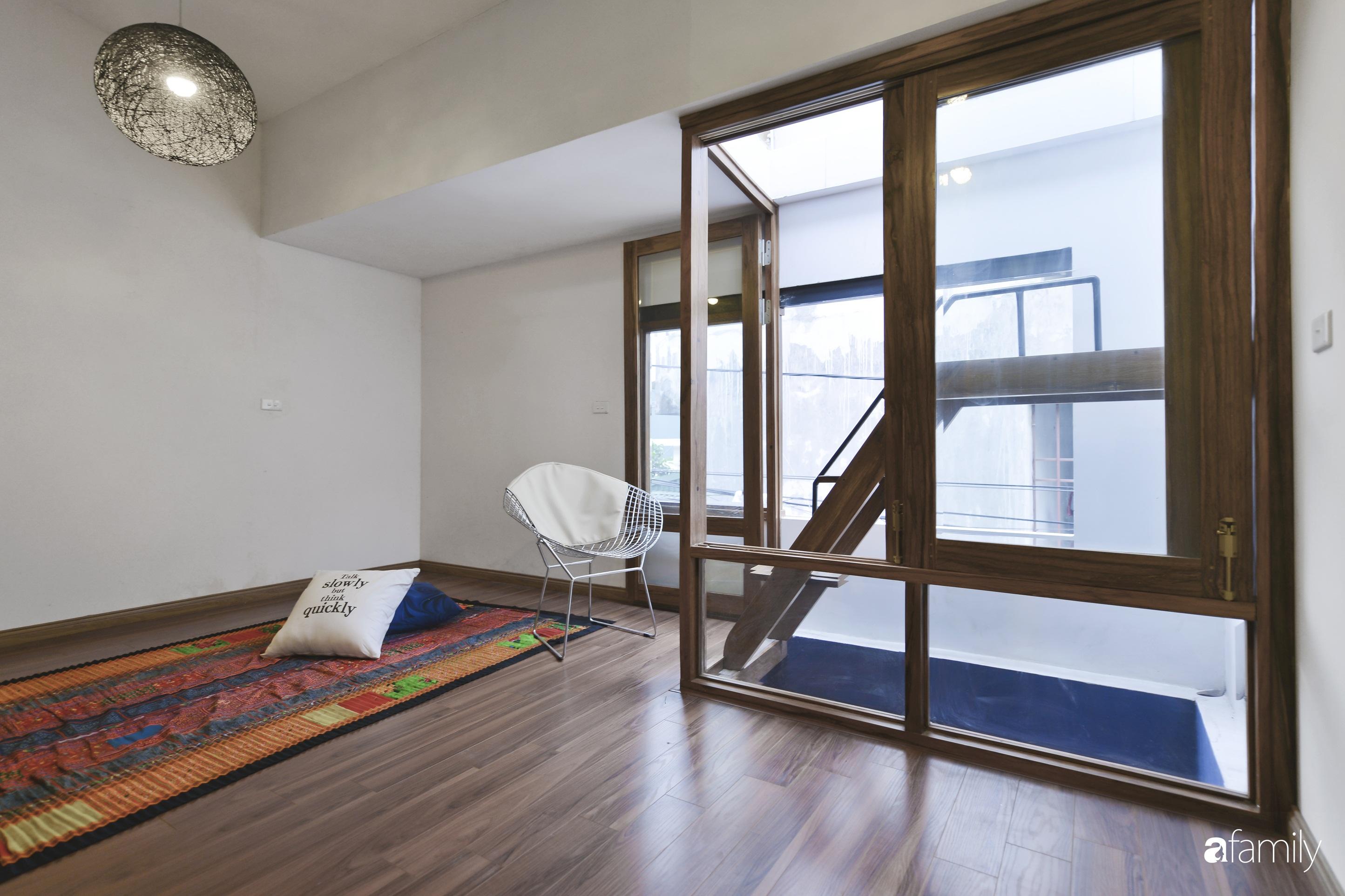 Vẻ đẹp của gỗ kết hợp nội thất đơn giản trong ngôi nhà 45,6m² ở ngõ nhỏ Hà Nội sau khi cải tạo - Ảnh 12.